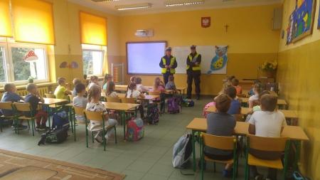 Spotkanie klasy pierwszej z policjantami